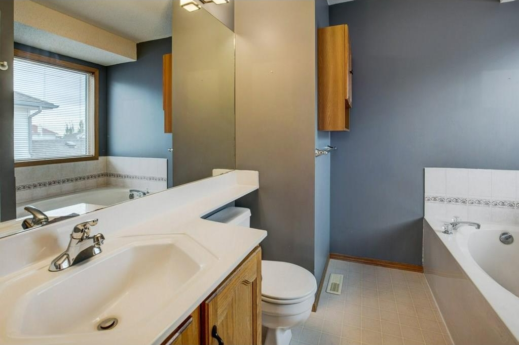 4 pc ensuite includes soaker tub and walk-in shower.