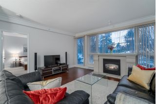 "Main Photo: 204 5770 OAK Street in Vancouver: Oakridge VW Condo for sale in ""THE CROWNE"" (Vancouver West)  : MLS® # R2225640"