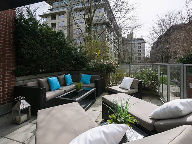 "Main Photo: 108 2228 MARSTRAND Avenue in Vancouver: Kitsilano Condo for sale in ""SOLO"" (Vancouver West)  : MLS®# V1052534"
