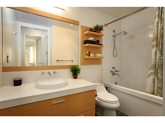 "Photo 14: 301 2528 MAPLE Street in Vancouver: Kitsilano Condo for sale in ""The PULSE"" (Vancouver West)  : MLS® # V1057643"