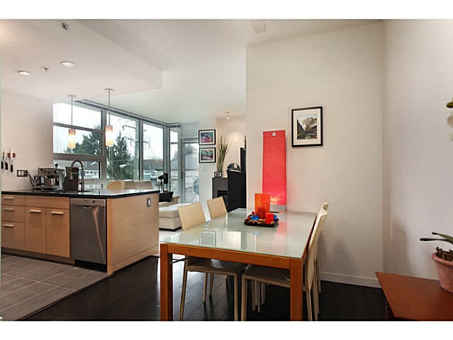"Photo 8: 301 2528 MAPLE Street in Vancouver: Kitsilano Condo for sale in ""The PULSE"" (Vancouver West)  : MLS® # V1057643"