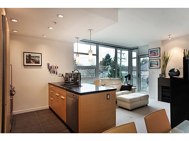 "Photo 3: 301 2528 MAPLE Street in Vancouver: Kitsilano Condo for sale in ""The PULSE"" (Vancouver West)  : MLS® # V1057643"
