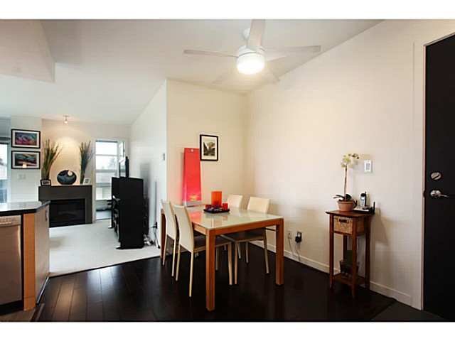 "Photo 9: 301 2528 MAPLE Street in Vancouver: Kitsilano Condo for sale in ""The PULSE"" (Vancouver West)  : MLS® # V1057643"