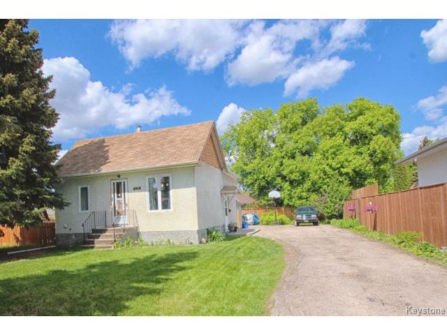 FEATURED LISTING: 267 McIvor Avenue WINNIPEG