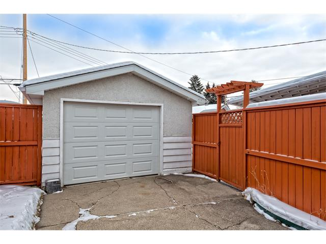 Photo 22: 210 WESTMINSTER Drive SW in Calgary: Westgate House for sale : MLS® # C4044926