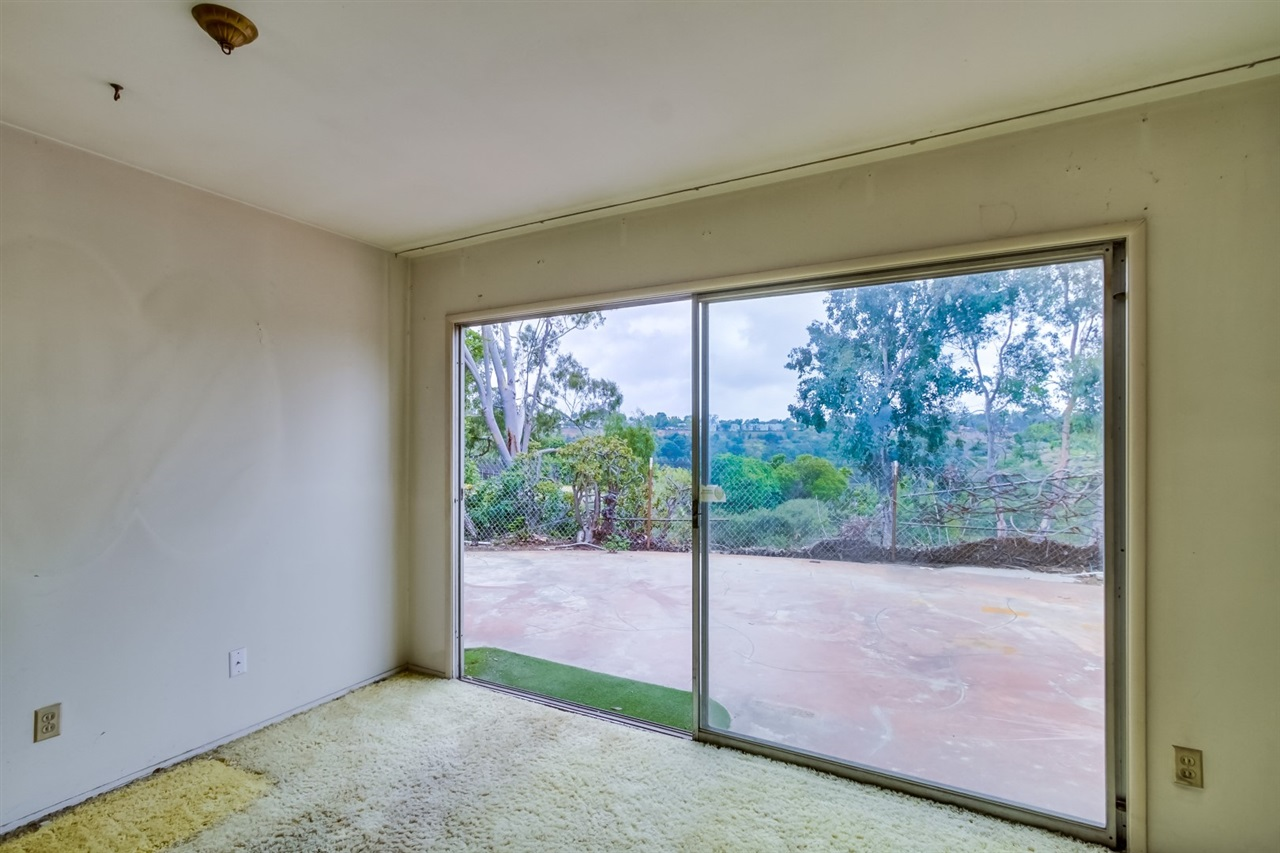 Photo 9: CLAIREMONT House for sale : 3 bedrooms : 3262 Via Bartolo in San Diego