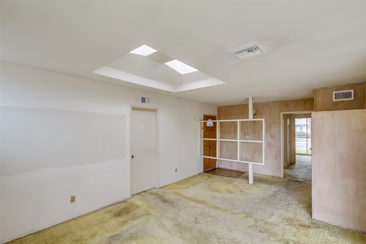 Photo 5: CLAIREMONT House for sale : 3 bedrooms : 3262 Via Bartolo in San Diego