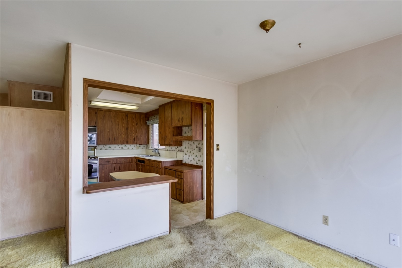Photo 6: CLAIREMONT House for sale : 3 bedrooms : 3262 Via Bartolo in San Diego