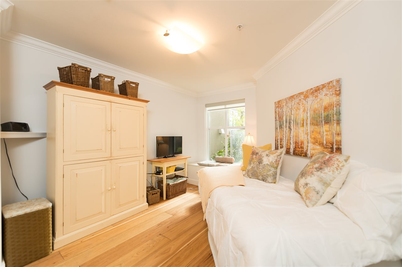 "Photo 10: 109 155 E 3RD Street in North Vancouver: Lower Lonsdale Condo for sale in ""The Solano"" : MLS(r) # R2105943"