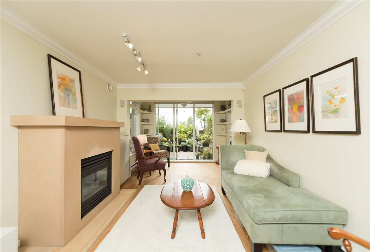 "Photo 4: 109 155 E 3RD Street in North Vancouver: Lower Lonsdale Condo for sale in ""The Solano"" : MLS(r) # R2105943"