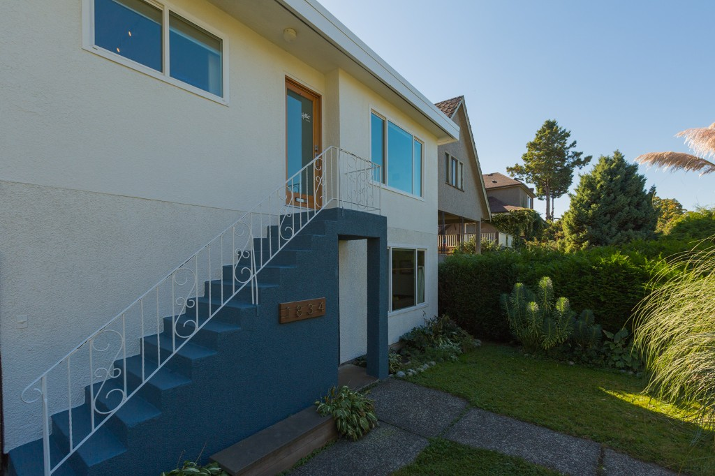 Photo 2: 1834 NAPIER Street in Vancouver: Grandview VE House for sale (Vancouver East)  : MLS(r) # R2111926