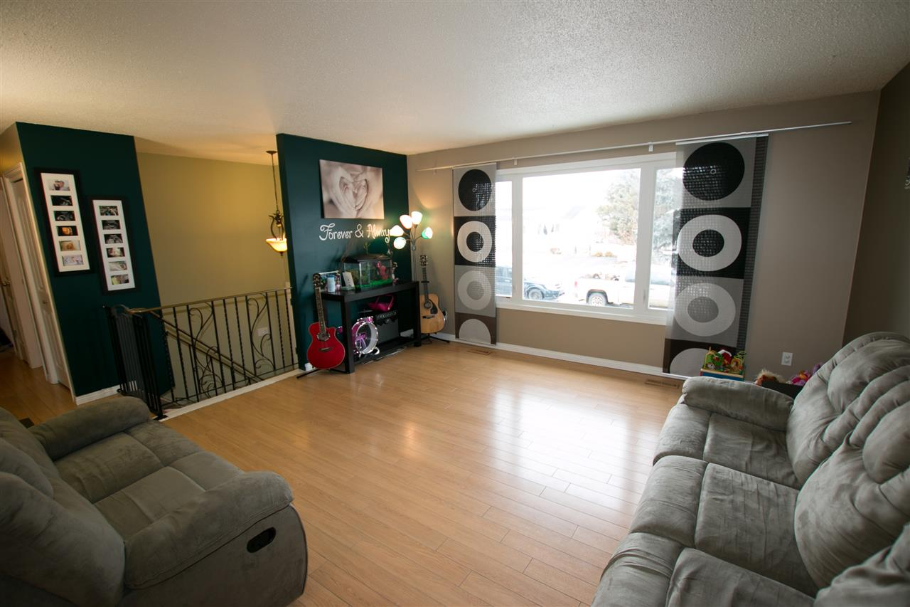 Photo 2: 10707 103 Street: Westlock House for sale : MLS(r) # E4051669