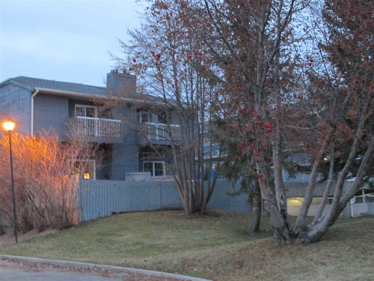Main Photo: #402 LAKESIDE GR: St. Albert Townhouse for sale : MLS(r) # E4054782