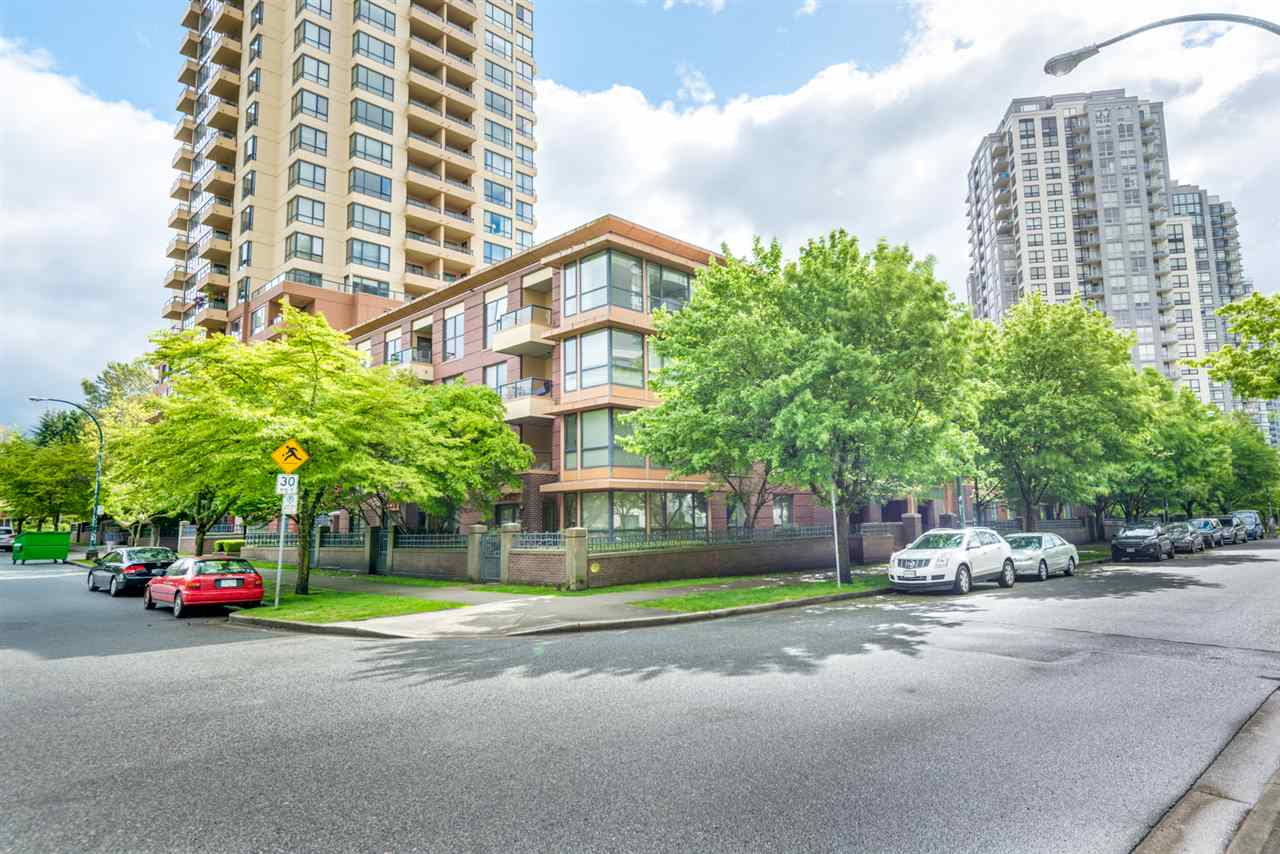 Main Photo: 405 3583 CROWLEY Drive in Vancouver: Collingwood VE Condo for sale (Vancouver East)  : MLS(r) # R2166574