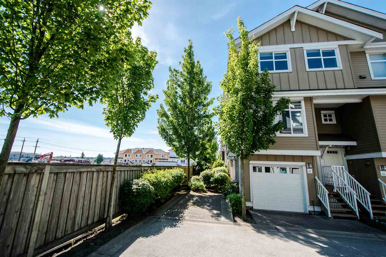 "Main Photo: 57 935 EWEN Avenue in New Westminster: Queensborough Townhouse for sale in ""COOPERS LANDING"" : MLS(r) # R2174554"