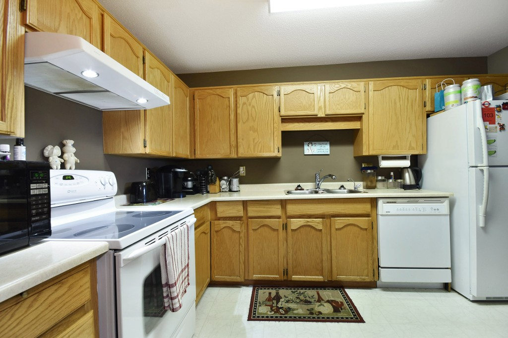 "Photo 9: 103 31850 UNION Avenue in Abbotsford: Abbotsford West Condo for sale in ""FERNWOOD MANOR"" : MLS® # R2178233"