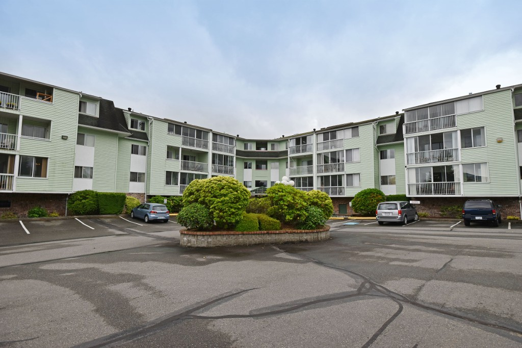 "Photo 1: 103 31850 UNION Avenue in Abbotsford: Abbotsford West Condo for sale in ""FERNWOOD MANOR"" : MLS® # R2178233"