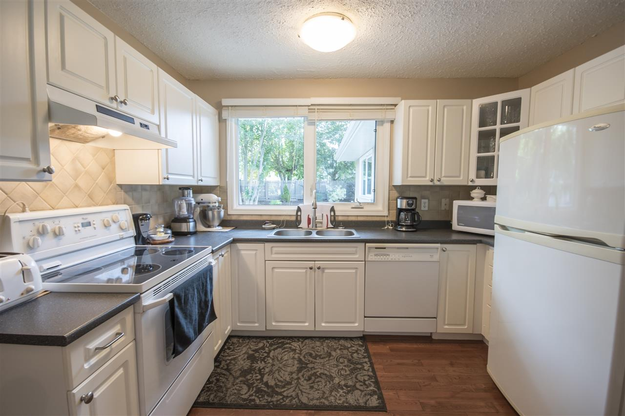 Photo 5: 2016 67 Street in Edmonton: Zone 29 House for sale : MLS(r) # E4070126