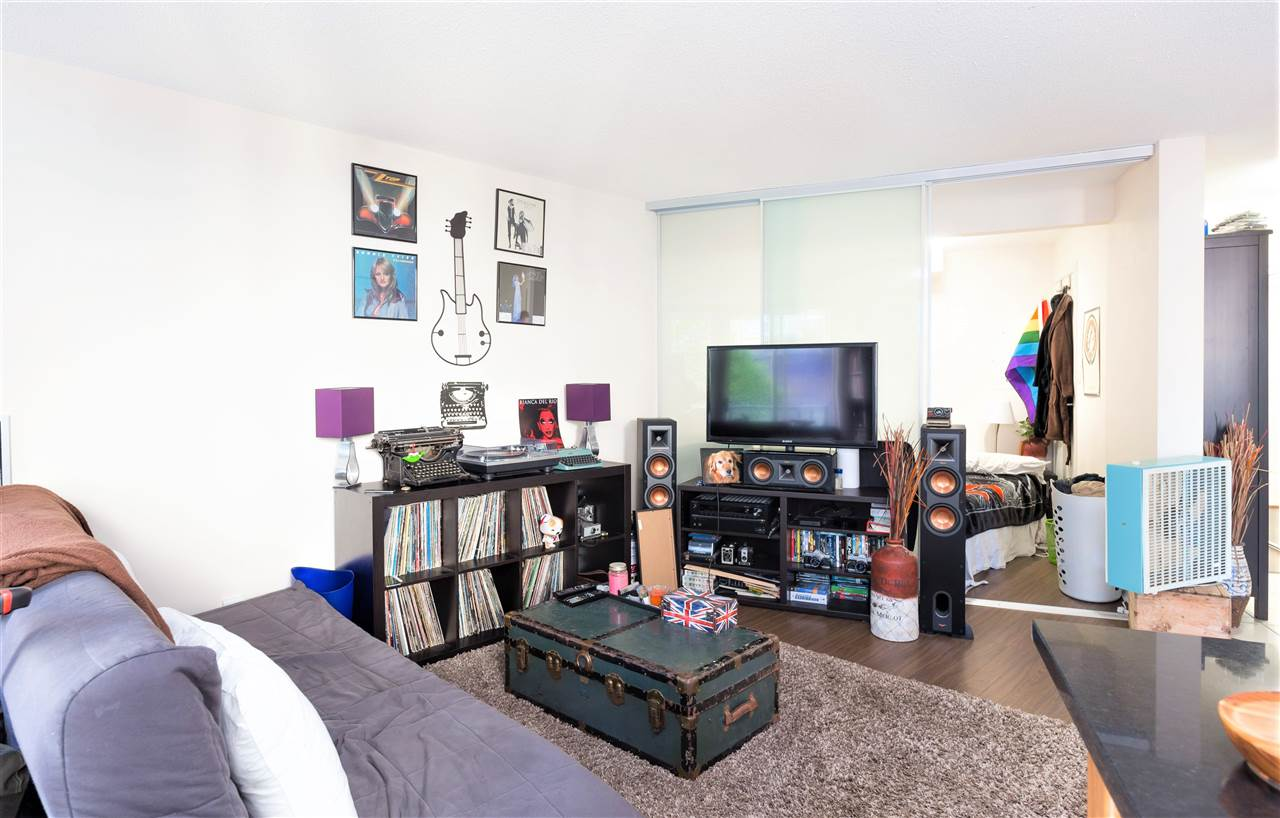 "Photo 3: 202 1199 SEYMOUR Street in Vancouver: Downtown VW Condo for sale in ""BRAVA TOWER A"" (Vancouver West)  : MLS(r) # R2183897"