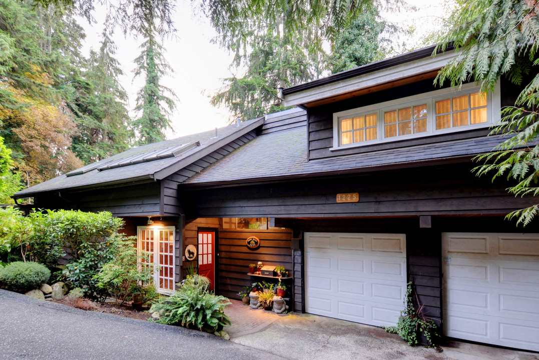 Main Photo: 1225 RIVERSIDE Drive in North Vancouver: Seymour NV House for sale : MLS® # R2233608