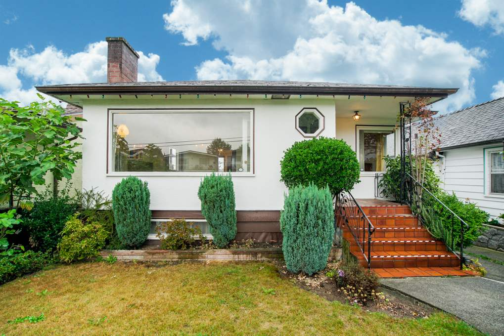 Main Photo: 1132 NOOTKA Street in Vancouver: Renfrew VE House for sale (Vancouver East)  : MLS®# R2304643