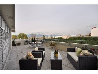 "Main Photo: 310 2528 MAPLE Street in Vancouver: Kitsilano Condo  in ""PULSE"" (Vancouver West)  : MLS®# V886980"