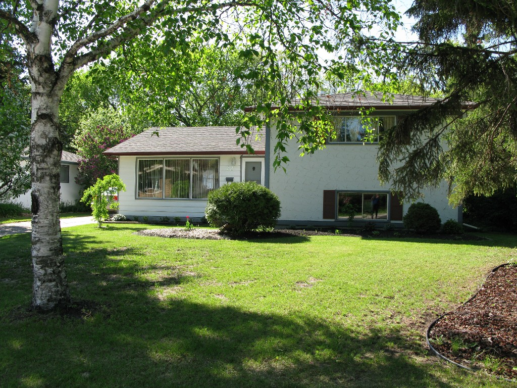Main Photo: 22 Baldry Bay in Winnipeg: Residential for sale : MLS® # 1308613