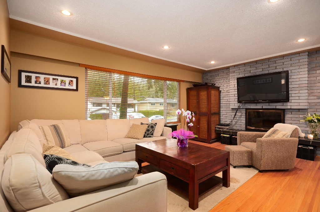 Photo 2: 2774 WILLIAM Avenue in North Vancouver: Lynn Valley House for sale : MLS® # V1041458