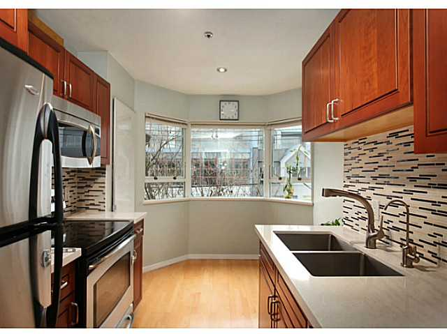 "Photo 7: 301 933 W 8TH Avenue in Vancouver: Fairview VW Condo for sale in ""SOUTH PORT"" (Vancouver West)  : MLS(r) # V1045299"