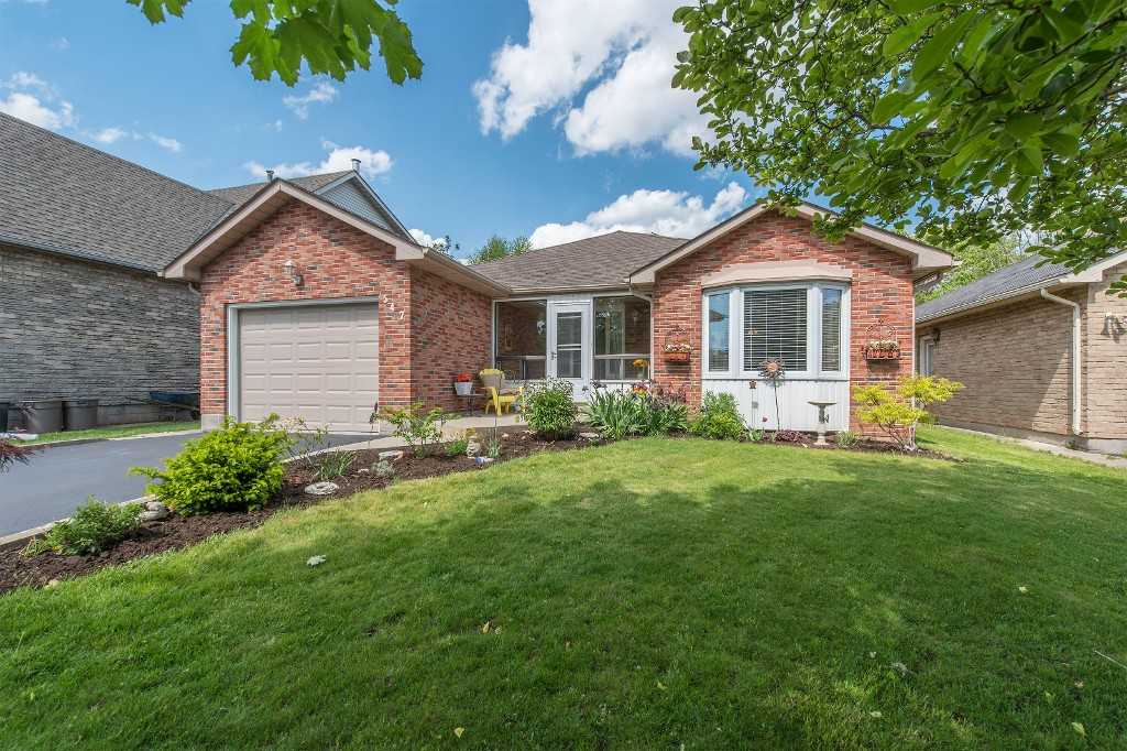 Main Photo: 547 Wallace Street in Burlington: Brant House (Bungalow) for sale : MLS(r) # W3214999