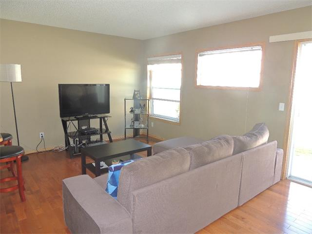 Photo 5: 37 MILLVIEW Green SW in Calgary: Millrise House for sale : MLS(r) # C4015611