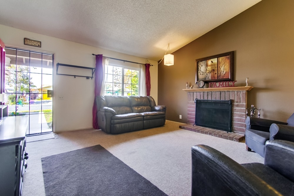 Photo 3: OCEANSIDE House for sale : 3 bedrooms : 3775 Cherrystone St