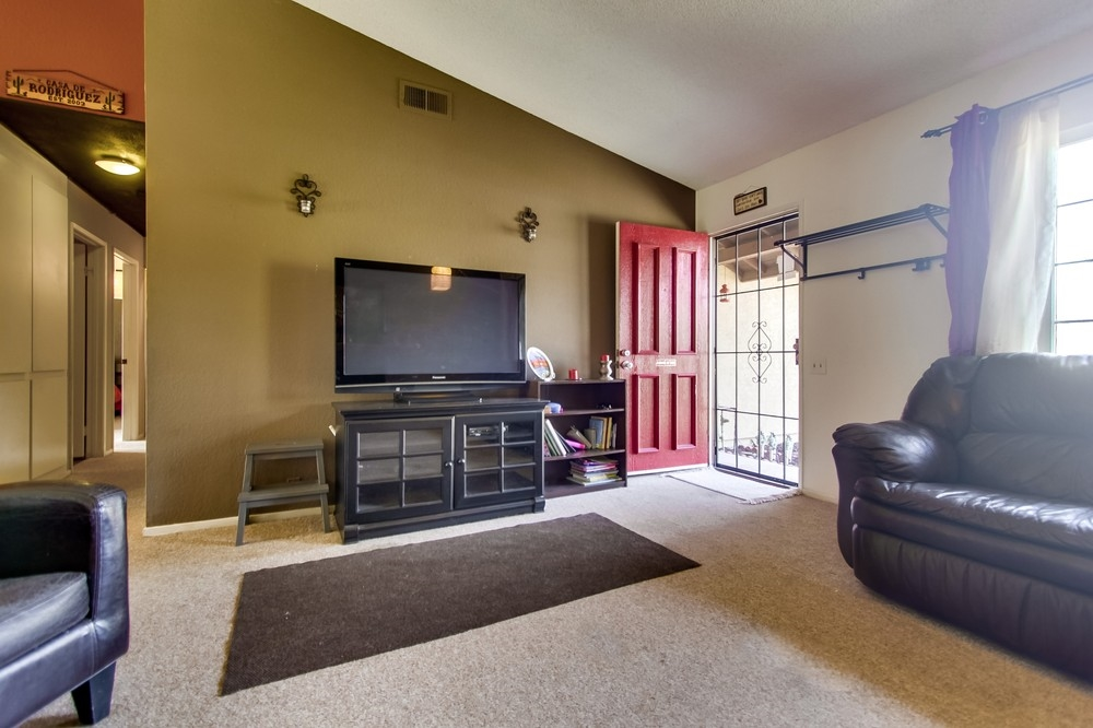 Photo 5: OCEANSIDE House for sale : 3 bedrooms : 3775 Cherrystone St