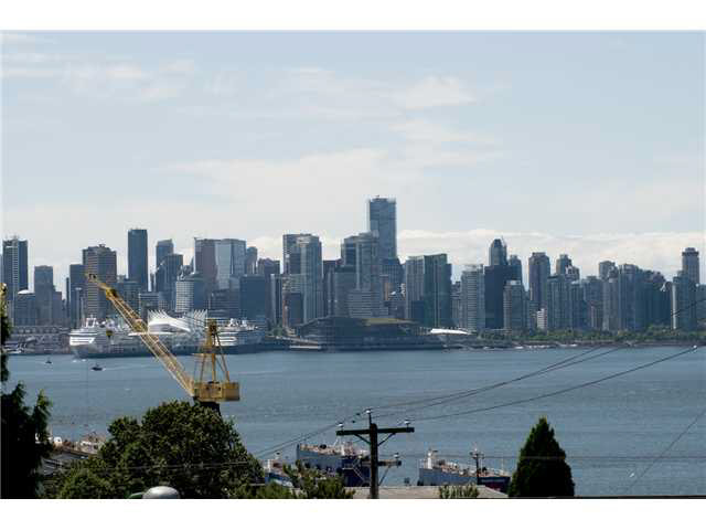 Main Photo: 303 310 E 3RD STREET in : Lower Lonsdale Condo for sale : MLS® # V960691