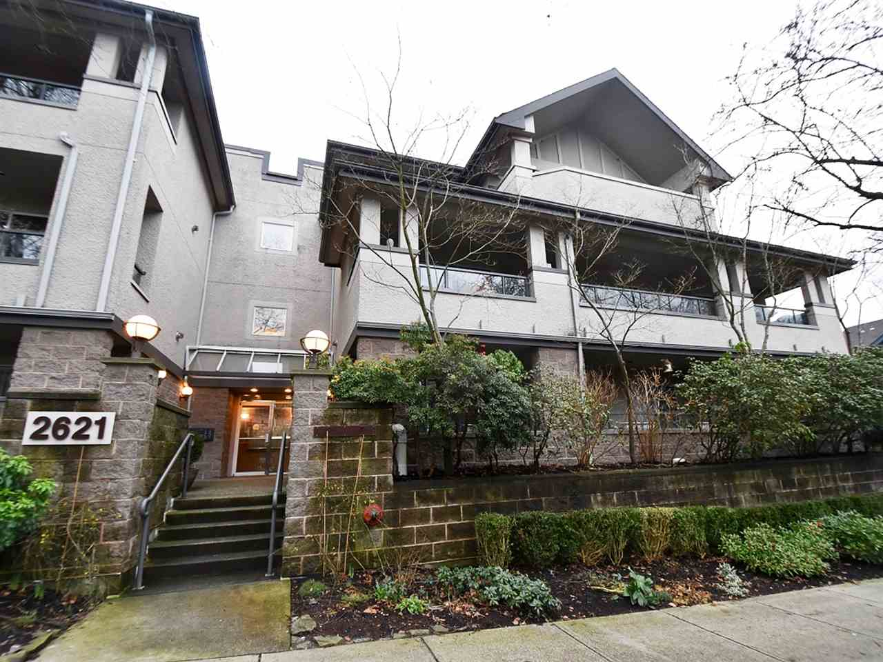 "Main Photo: 202 2621 QUEBEC Street in Vancouver: Mount Pleasant VE Condo for sale in ""CITADEL HEIGHTS"" (Vancouver East)  : MLS(r) # R2026009"