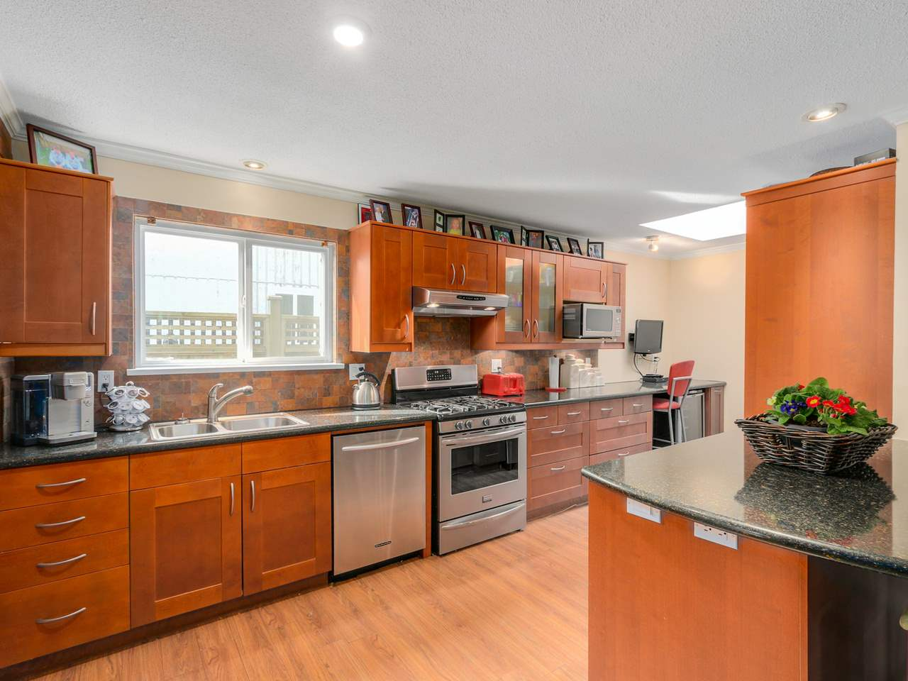 Photo 8: 3268 DUNKIRK Avenue in Coquitlam: New Horizons House for sale : MLS(r) # R2047015