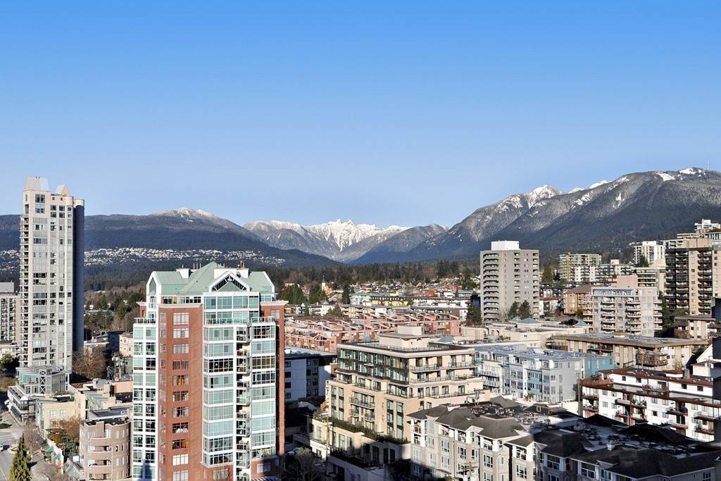 "Main Photo: 1805 145 ST. GEORGES Avenue in North Vancouver: Lower Lonsdale Condo for sale in ""TALISMAN TOWER"" : MLS(r) # R2145943"
