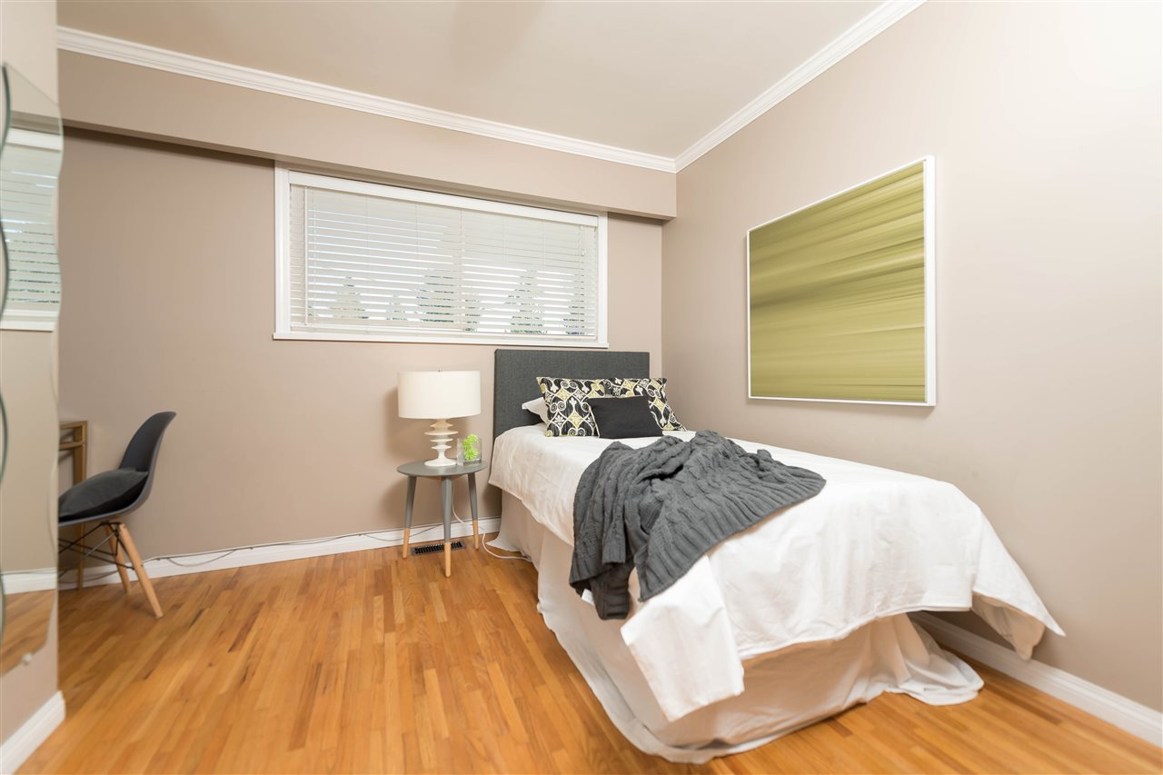 Photo 12: 2479 LAURALYNN Drive in North Vancouver: Westlynn House for sale : MLS(r) # R2158563