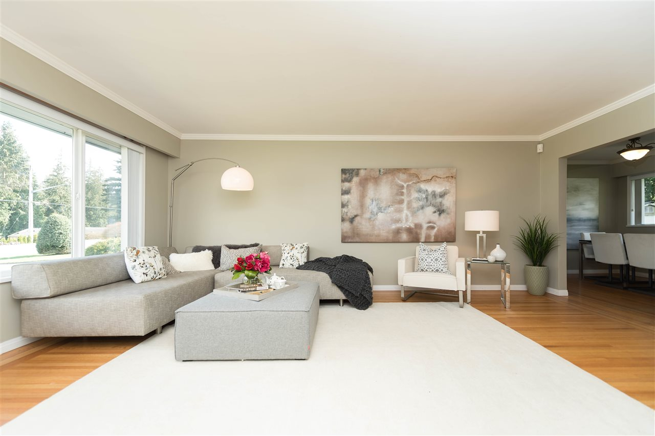 Photo 2: 2479 LAURALYNN Drive in North Vancouver: Westlynn House for sale : MLS(r) # R2158563