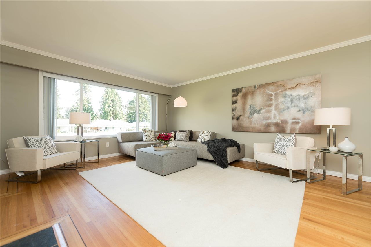 Photo 5: 2479 LAURALYNN Drive in North Vancouver: Westlynn House for sale : MLS(r) # R2158563
