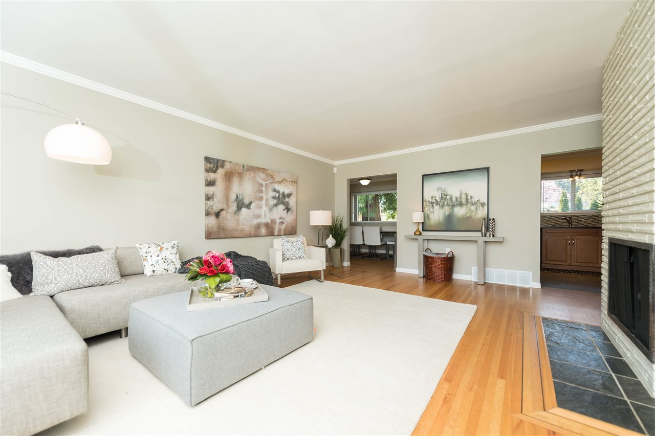 Photo 4: 2479 LAURALYNN Drive in North Vancouver: Westlynn House for sale : MLS(r) # R2158563