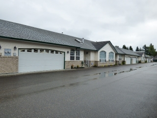 "Main Photo: 11 45160 SOUTH SUMAS Road in Sardis: Sardis West Vedder Rd Townhouse for sale in ""COTTAGE LANE"" : MLS(r) # R2172730"