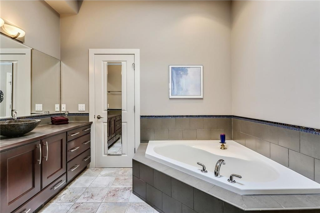 Master Ensuite / heated marble floor