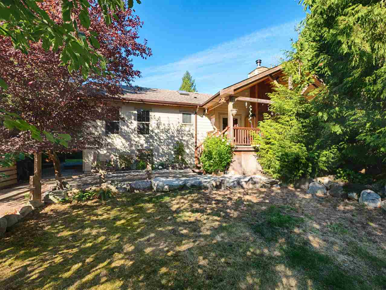 Main Photo: 7952 SOUTHWOOD Road in Halfmoon Bay: Halfmn Bay Secret Cv Redroofs House for sale (Sunshine Coast)  : MLS® # R2205837