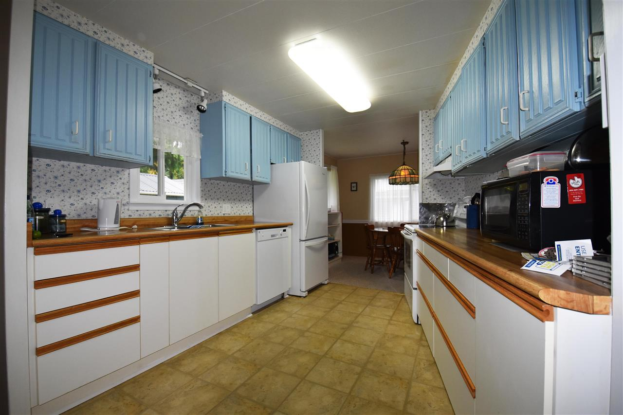 "Photo 4: Photos: 4516 HUPIT Street in Sechelt: Sechelt District Manufactured Home for sale in ""TSAWCOME PROPERTIES"" (Sunshine Coast)  : MLS®# R2217555"