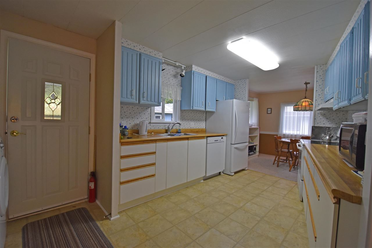 "Photo 5: Photos: 4516 HUPIT Street in Sechelt: Sechelt District Manufactured Home for sale in ""TSAWCOME PROPERTIES"" (Sunshine Coast)  : MLS®# R2217555"