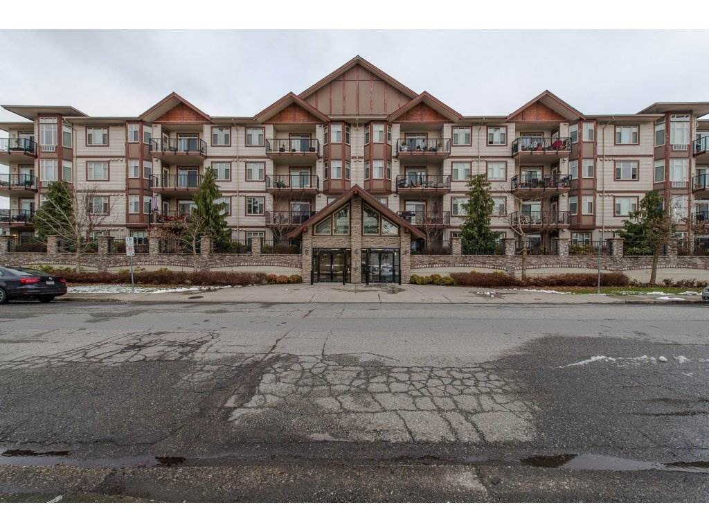 "Main Photo: 106 45615 BRETT Avenue in Chilliwack: Chilliwack W Young-Well Condo for sale in ""The Regent"" : MLS®# R2241094"