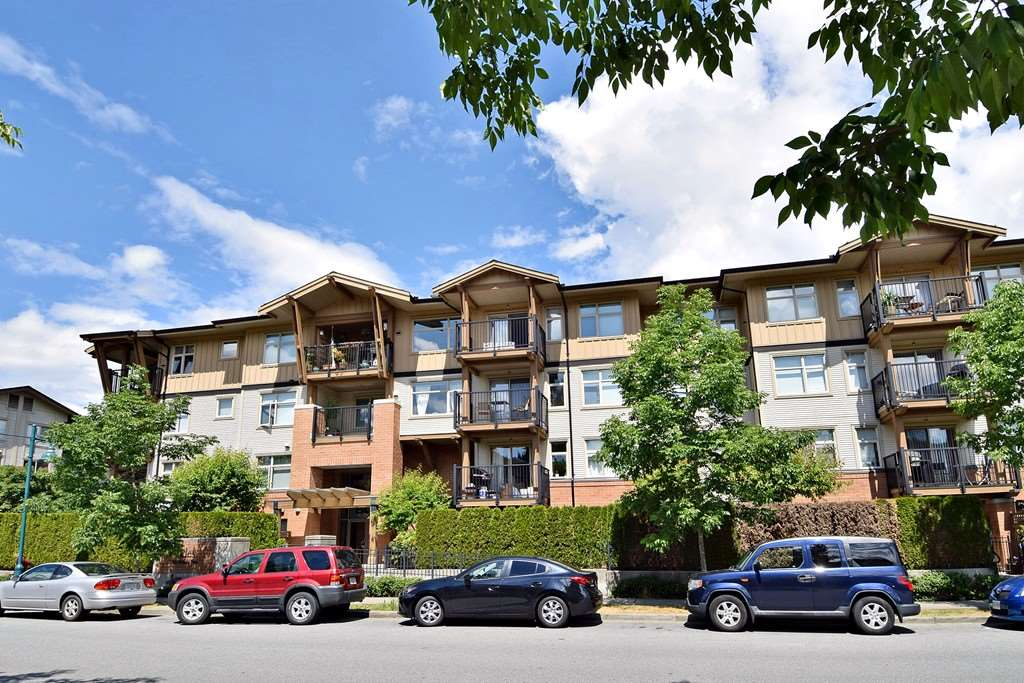 "Main Photo: 305 500 KLAHANIE Drive in Port Moody: Port Moody Centre Condo for sale in ""KLAHANIE"" : MLS®# R2071746"