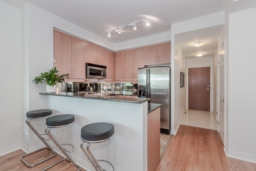 Photo 4: 2910 300 E Bloor Street in Toronto: Rosedale-Moore Park Condo for sale (Toronto C09)  : MLS(r) # C3505793