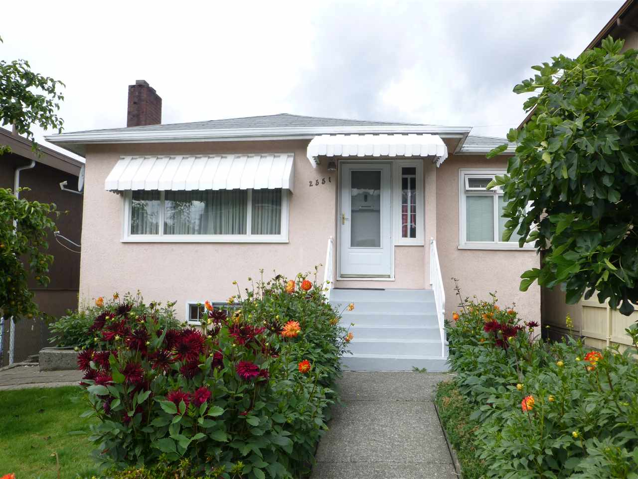 Main Photo: 2551 RENFREW Street in Vancouver: Renfrew VE House for sale (Vancouver East)  : MLS® # R2092376